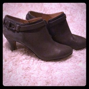 NWOT Vince Camuto grey heeled booties